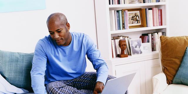 Thuiswerken: wie betaalt je gas, licht, laptop of ergonomische muis?