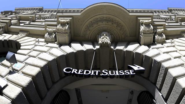 Bezuinigingen helpen Credit Suisse aan winst