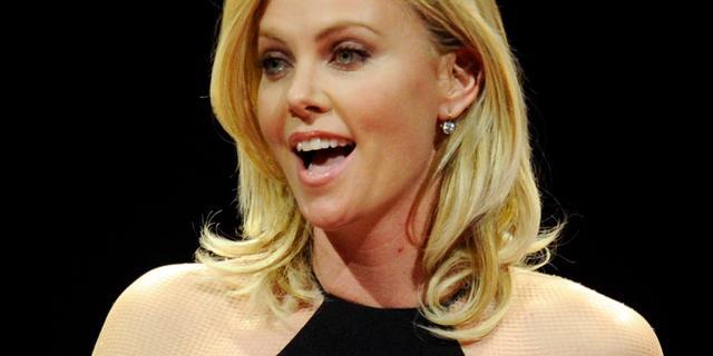 Charlize Theron sluit plastische chirurgie niet uit