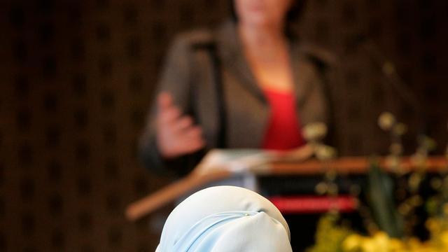 Vlaanderen tegen nieuwslezeres met hoofddoek