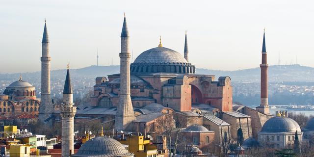Rellen in Istanbul bij 1 meiviering