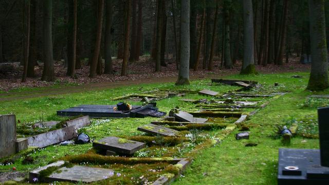 150 graven vernield op begraafplaats Assen