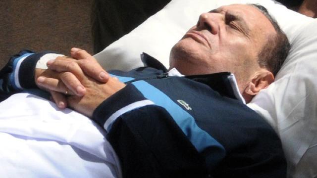 Mubarak overgeplaatst naar militair ziekenhuis