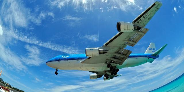 'Honderden ontslagen bij KLM'