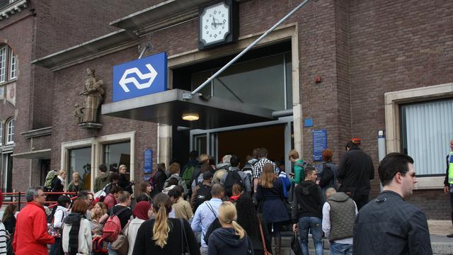 Perronkappen station Roosendaal krijgen oorspronkelijke kleur terug