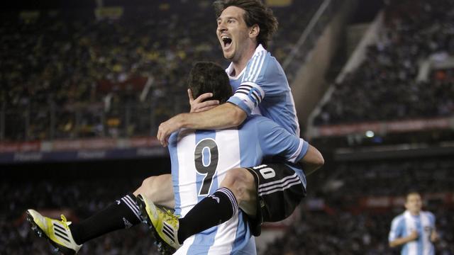 Messi leidt Argentinië naar ruime zege