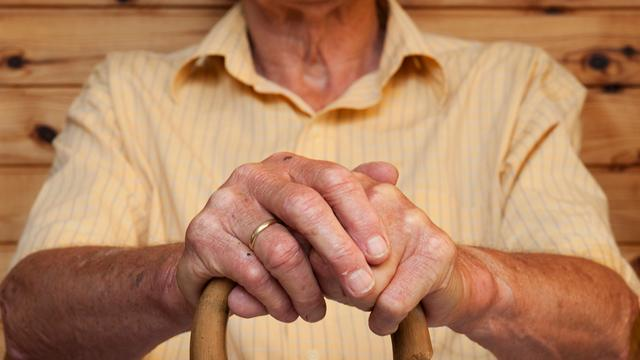 Geschoolde ouderen verliezen minder lengte