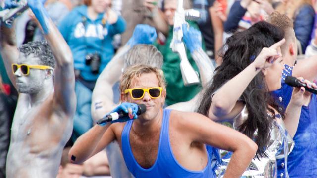 Zonnig en droog tijdens Canal Parade in Amsterdam