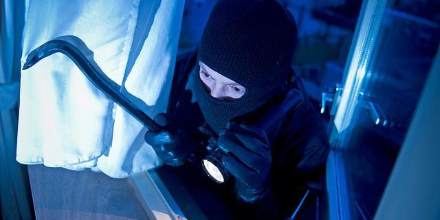 Inbreker woonboot houdt meerdere politie-eenheden bezig