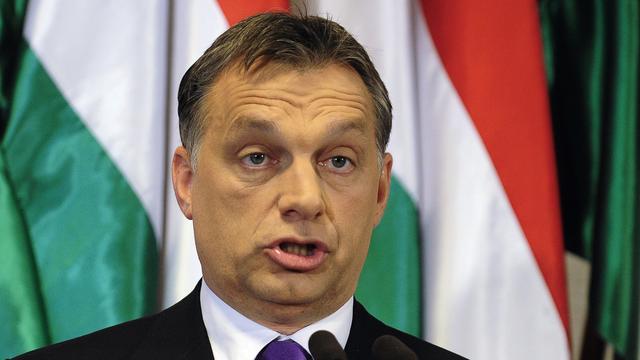 Hongarije gaat hoog hek tegen vluchtelingen neerzetten