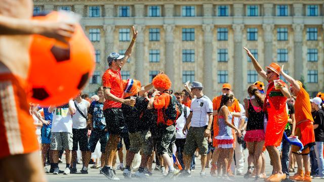 Oranje aangekomen in stadion