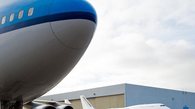 KLM draagt 1,1 miljard euro bij aan bezuinigingen