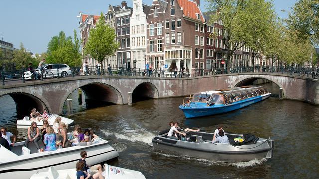 Minder belasting voor kleine, schone boten in grachten Amsterdam