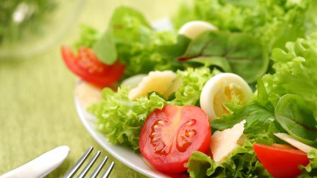 Engelse vrouw vindt dode kever in salade