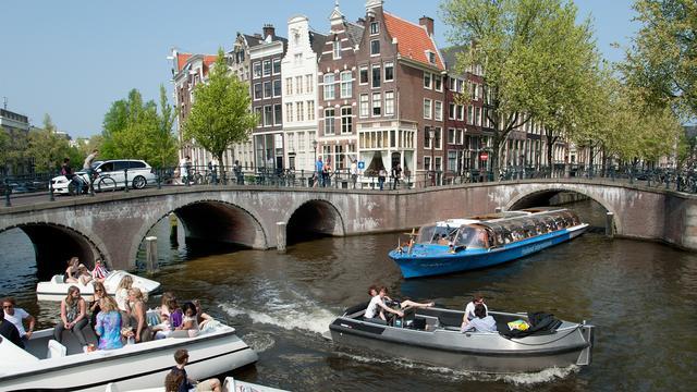 Amsterdam breekt rondvaartmarkt open