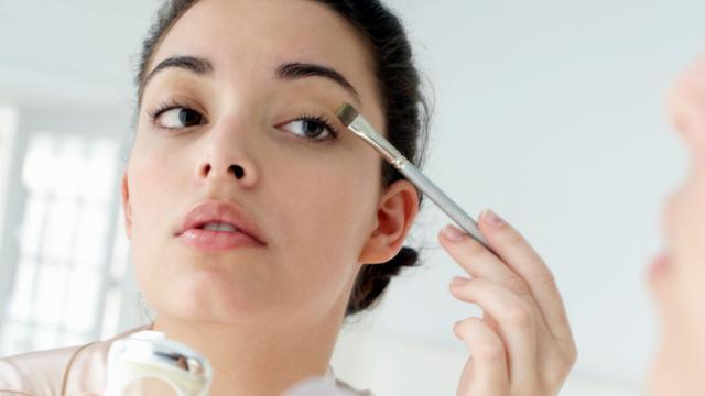 'Vrouwen laten make-up te lang zitten'