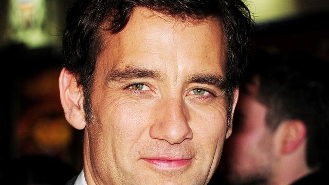 Clive Owen met kinderen vast in defecte lift