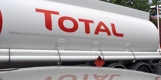 Olieconcern Total snijdt in investeringen om lage olieprijs