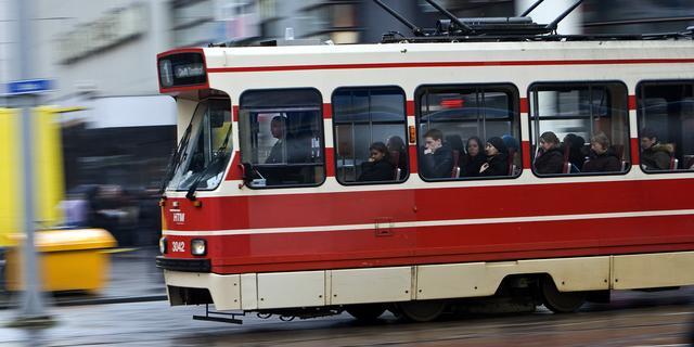 Twee HTM-trams botsen op elkaar bij halte Parijsplein, beveiliger raakt gewond