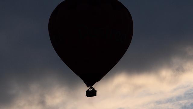 Vreemd gezicht: overal in Nederland landen luchtballonnen op gekke plekken