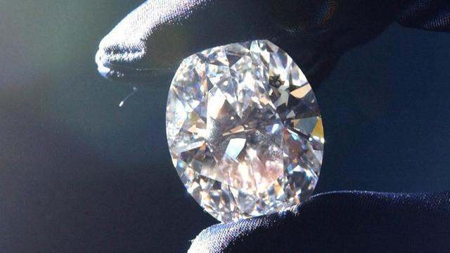 Man maakt diamant van gecremeerde zoon