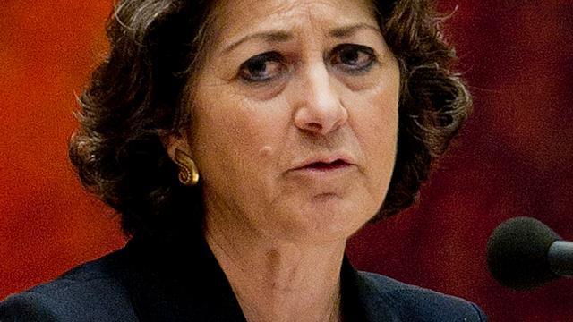 Kamer fluit staatssecretaris Van Zanten terug