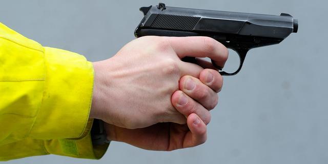 'Weinig zicht politietop op wapenvergunningen'