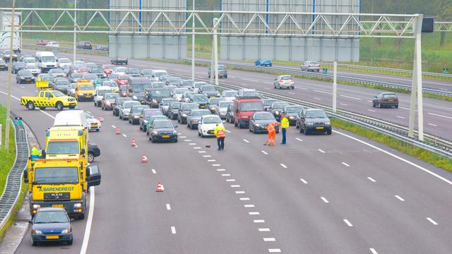 Groot transport veroorzaakt file op A28