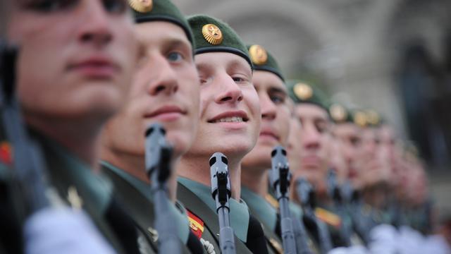 Nieuwe Kalasjnikov op jaarlijkse parade Moskou