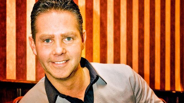 Danny de Munk zingt Oranjefans toe
