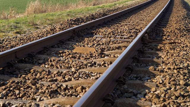 Fietser (48) overlijdt na botsing met trein