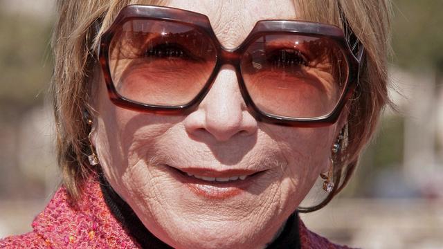 Shirley MacLaine krijgt oeuvreprijs uit handen van Streep