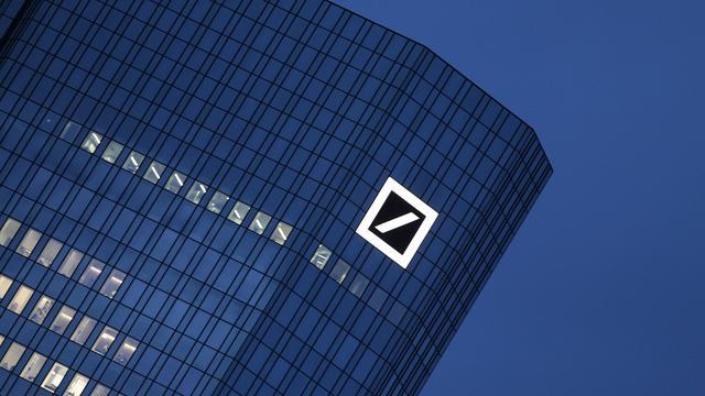 Kredietbeoordelaar verlaagt rating Deutsche Bank