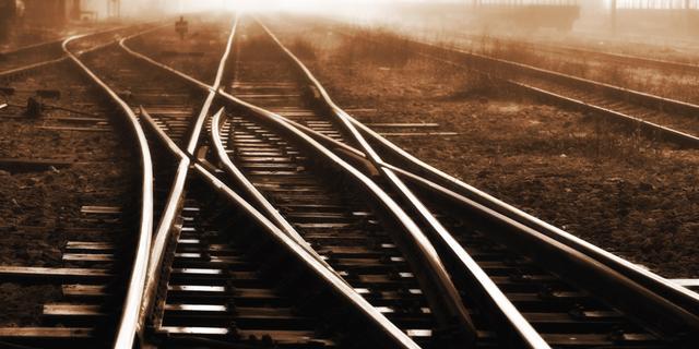 NS en Prorail willen blaadjes op rails weglaseren