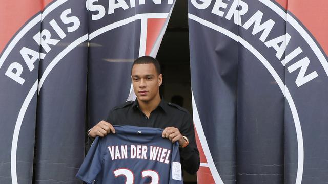 Paris Saint-Germain zonder Van der Wiel tegen Dinamo Kiev