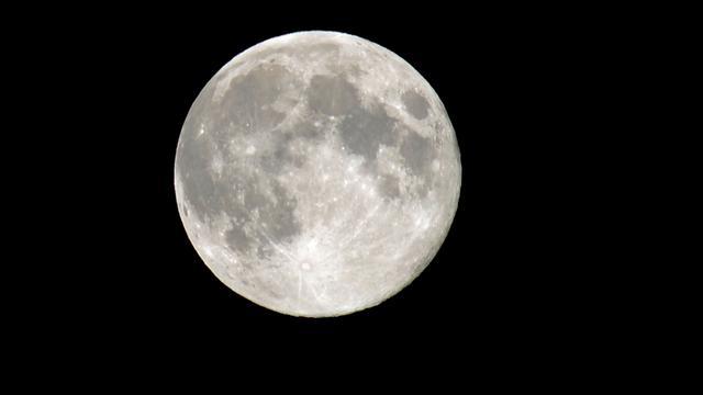 Mineralen op de maan mogelijk afkomstig van aarde