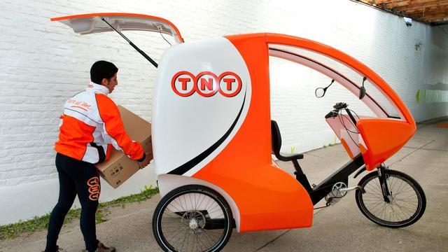 TNT Express ziet winst fors dalen