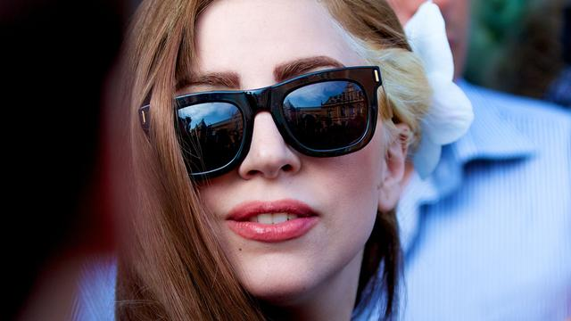 Lady Gaga viert carnaval topless