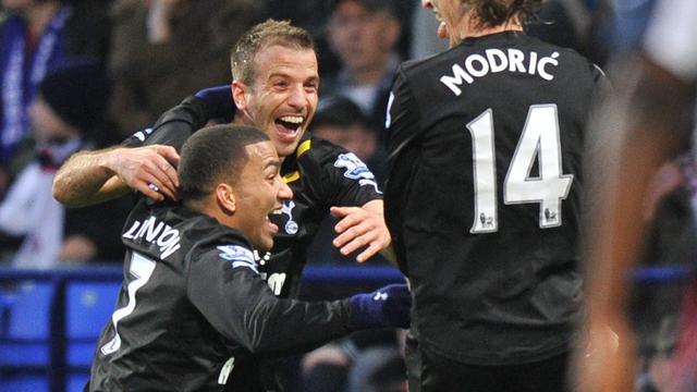 Van der Vaart scoort voor Tottenham, Chelsea verliest