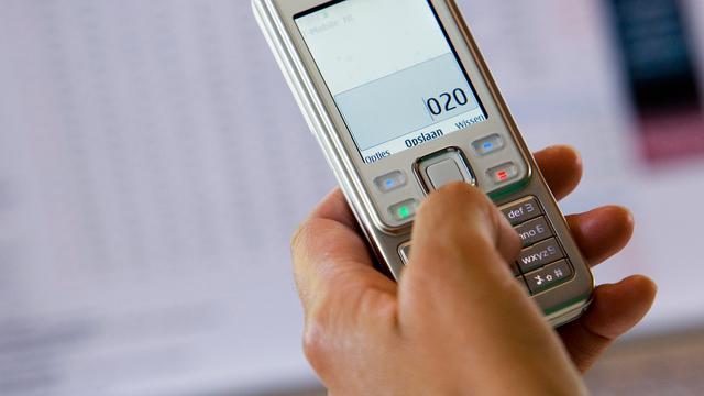 Kieskeurige overvaller geeft 'ouderwetse telefoon' terug
