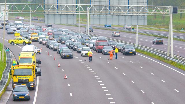 Verkeer vast bij Rotterdam na aanrijding