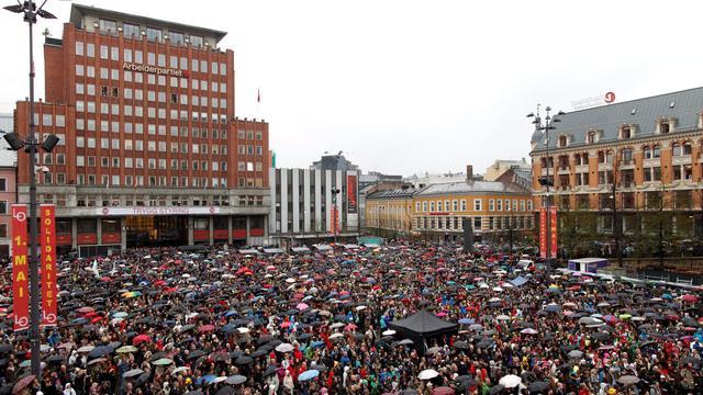 Noren zingen tegen haat Breivik