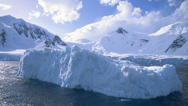 Redding nabij voor schip Antarctica