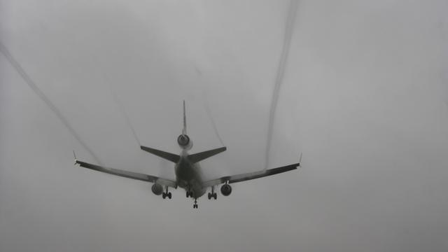Vliegtuigen zwiepen over Spaans vliegveld
