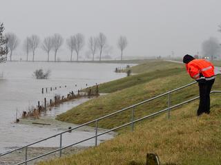 'Gebied tot aan Zwolle kan onder water komen te staan'