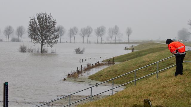 'Miljoenen Nederlanders achter zwakke dijken'