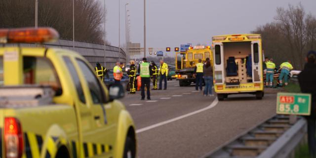 Botsing vrachtwagens op A15 bij Leerdam