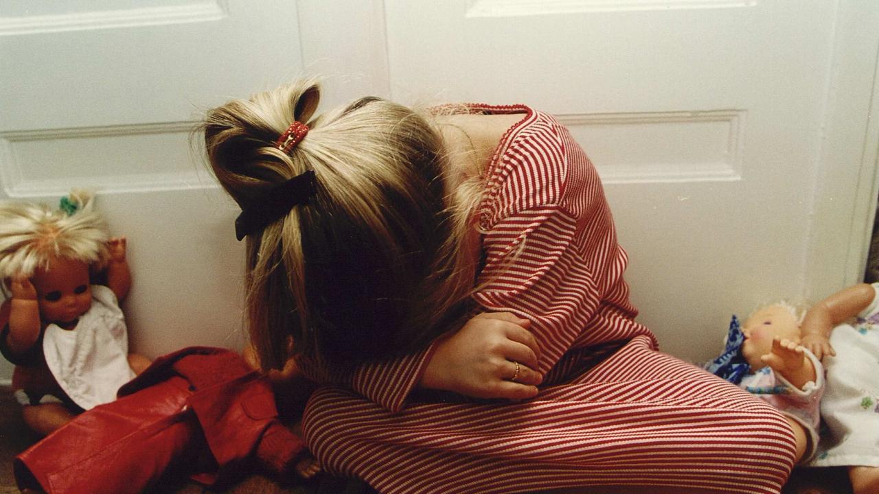 Пьяный брат трахнул пьяную сестру, Смотреть поимел спящую сестру дественицу онлайн 7 фотография