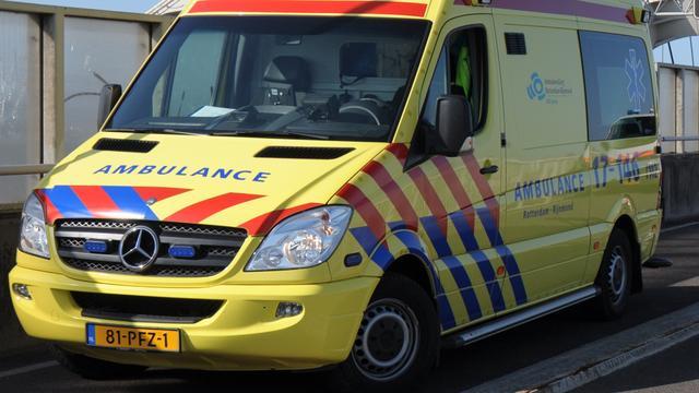 Scooterrijder zwaargewond na aanrijding met tram in Schiedam