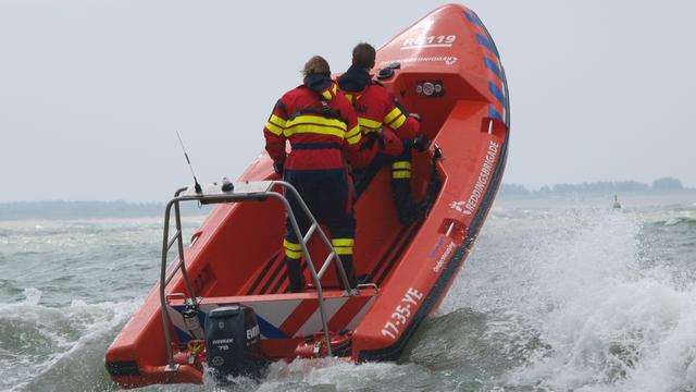 Zoektocht naar duiker op de Noordzee bij IJmuiden